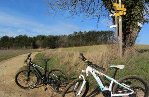 balade à vélo électrique dans la vallée de l'Ozerain