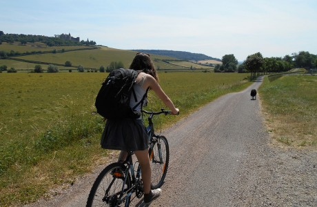le long du canal à vélo à chateuaneuf en auxois